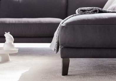 Detalle del pie del sofá Time Breack
