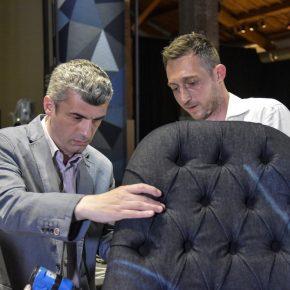 Gianluca Briguglia e Filippo Berto sullo schienale della poltrona vanessa4newcraft
