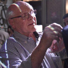 Giorgio Berto cuce a mano la poltrona vanessa4newcraft