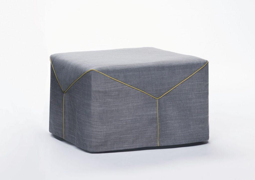 pouf trasformabile in letto con profili in gros grain AL