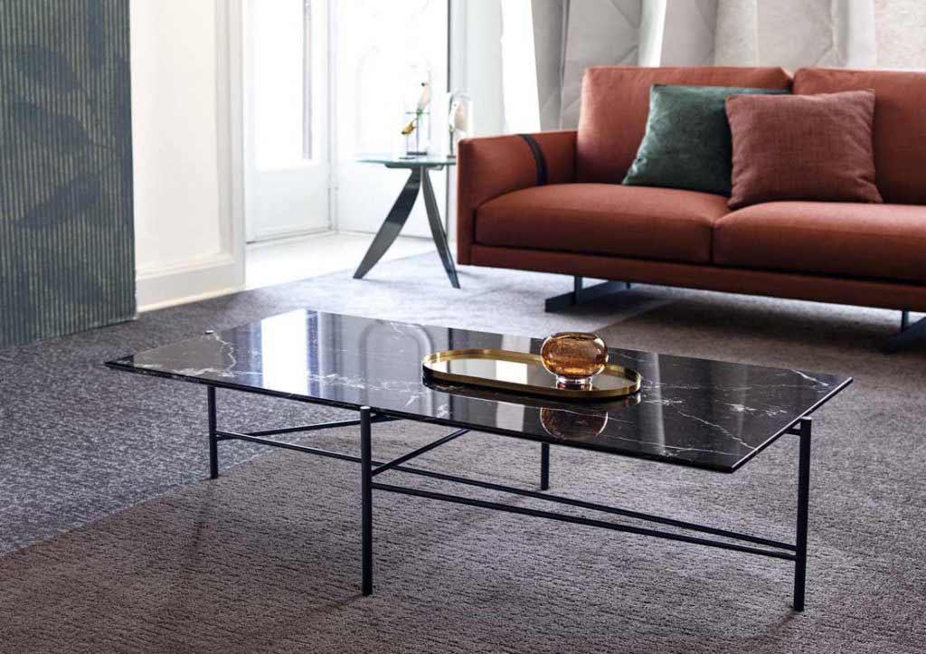 complementos de decoración berto: mesa de centro riff con tablero de mármol marquina.
