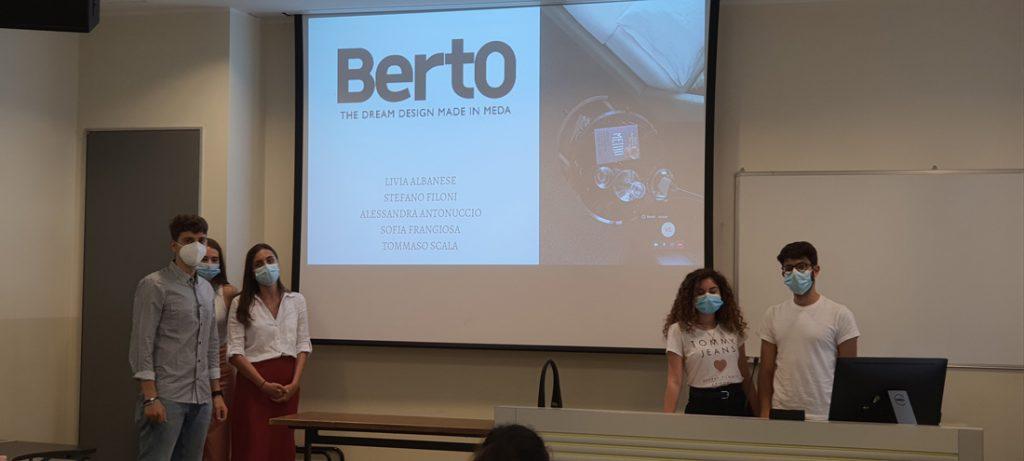 Los estudiantes del Master in Strategic Digital Marketing de la Università Cattolica de Milán trabajando en el caso práctico de BertO