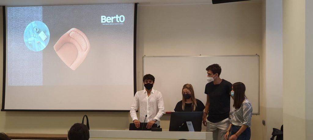 Los estudiantes de la Università Cattolica de Milán en el Hackathon BertO